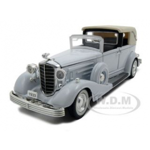 1933 Cadillac Town Car White 1/32 Diecast Car Model by Signature Models