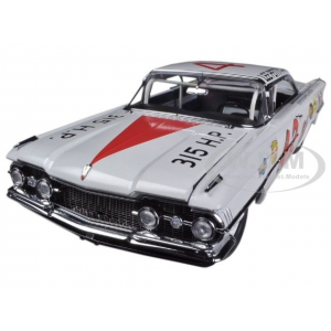 1959 Oldsmobile 88 42 Lee Petty 1959 Daytona 500 Winner 1/18 Diecast Car Model by Sunstar