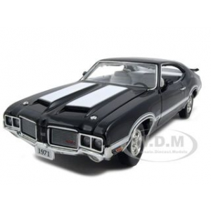 1971 1972 Oldsmobile 442 W-30 Coupe Black 1/24 Diecast Model Car by Unique Replicas