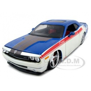 2008 Dodge Challenger SRT8 Red/Blue/White Pro Rodz 1/24 Diecast  Model Car by Maisto