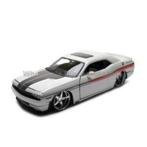 2008 Dodge Challenger White Pro Rodz 1/24 Diecast Model Car by Maisto