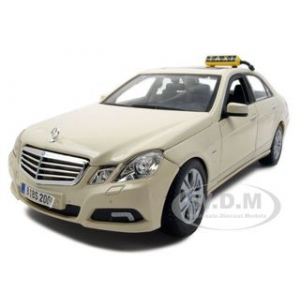 2010 Mercedes E Class German Taxi 1/18 Diecast Model Car by Maisto
