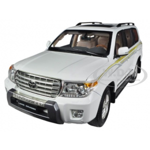2012 Toyota Land Cruiser 200 White 1/18 Diecast Car Model by Paudi