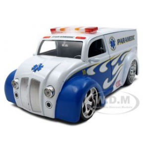 Div Cruiser Bus Paramedics Ambulance 1/24 Diecast Model Car by Jada