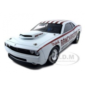 "Dodge Challenger Super Stock ""Ramchargers"" 1 of 3000 Made 1/18 Diecast Model Car by Highway 61"