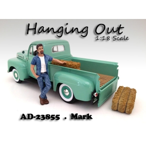 """Hanging Out"" Mark Figure For 118 Scale Models by American Diorama"