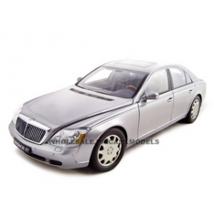 Maybach 57 SWB Grey 1/18 Diecast Model Car by Autoart