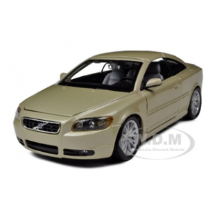 Volvo C70 Coupe Gold 1/24 Diecast Model Car by Bburago